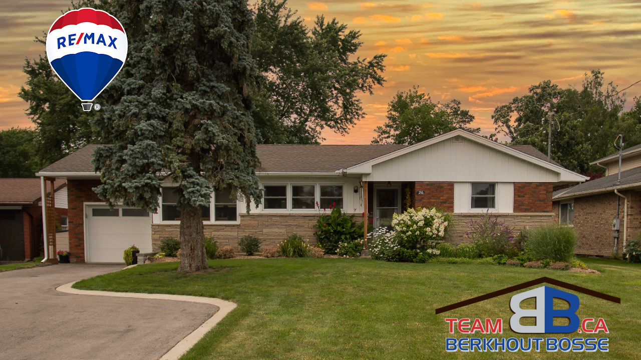 Just Listed! Sprawling Bungalow Exudes Mid Century Charm $669,900